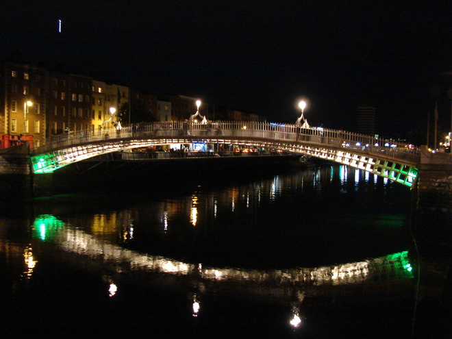 Most Ha'penny Bridge w Dublinie