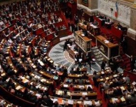 Fotograficzna cenzura prosto z paryskiego parlamentu