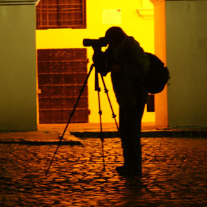 """Nocne strzelanie w Kazimierzu Dolnym - efekty nocnej sesji zdjęciowej na Turnieju Fotograficznym """"Barwa"""""""