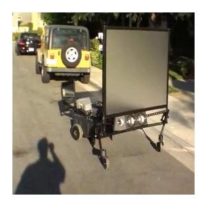 Zrobotyzowany projektor na kółkach - Robo Theater