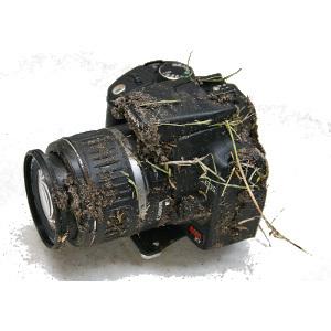 Canon EOS 350D spadł z 900 metrów i wciąż działa