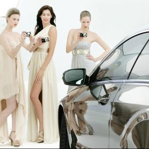 Seksowne modelki i Mercedes w wirtualnym fotografowaniu samochodu