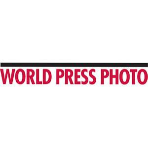 """World Press Photo 2010 - dyskwalifikacja Rudika. Zdjęcia """"przed"""" i """"po"""""""