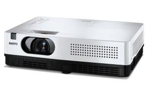 Sanyo PLC-XD2200 i PLC-XD2600 - lekkie projektory z lampą na 6 tys. godzin