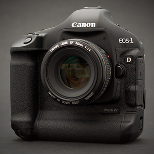 Canon EOS-1D Mark IV i EOS 550D - firmware 1.0.8