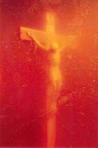 Fotografia Andresa Serrano, przedstawiająca krucyfiks w moczu, zniszczona
