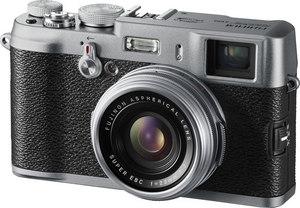 Fujifilm FinePix X100 oznaczony jako 'wycofany z produkcji' w jednym ze sklepów