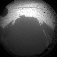 Pierwsze zdjęcie Marsa wykonane przez łazik Curiosity. Jesteśmy już na powierzchni Czerwonej Planety