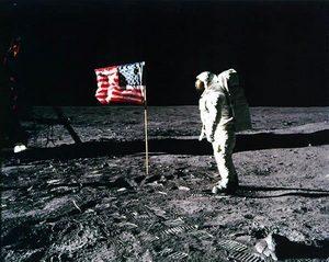 Nie żyje Neil Armstrong, bohater najważniejszej fotografii świata
