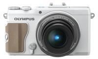 Olympus XZ-2 w białej wersji kolorystycznej