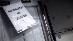 Fotografujący astronauta, Chris Hadfield, nagrał na ISS cover Davida Bowie