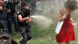 Zdjęcie Osmana Orsala stało się symbolem tureckich protestów