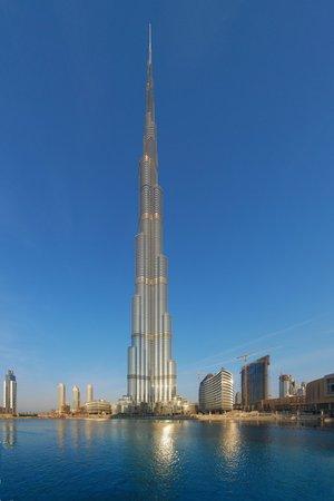 Fotograf o stalowych nerwach. Stanął na szczycie najwyższego budynku i zrobił zdjęcie