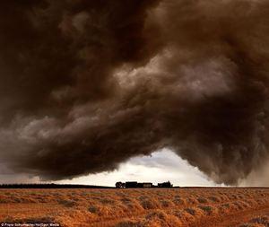 Najgroźniejsze oblicze Matki Natury - fotograf uchwycił szalejące burze w Niemczech