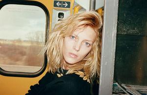 Spontaniczna sesja Jurgena Tellera - Anja Rubik nago w pociągu
