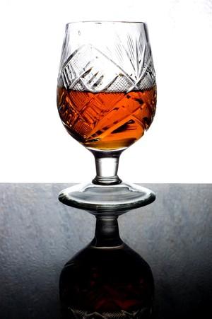 E-akademia: Fotografowanie przedmiotów szklanych, przezroczystych i błyszczących