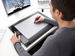 Tablet na biurku fotografa