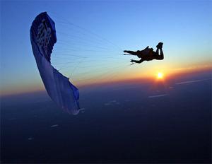 André-Jacques Garnerin - rocznica pierwszego skoku ze spadochronem na Google Doodle. Jak się teraz fotografuje skoki?