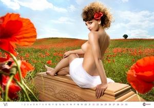 Kalendarz Lindner 2014. Nagie modelki i trumny powracają