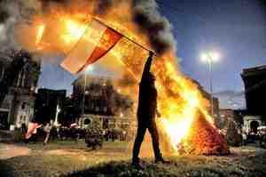 Zdjęcie płonącej tęczy najlepszą fotografią patriotyczną
