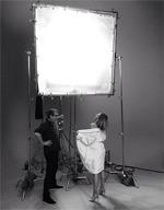 Modelki w ręcznikach - Mario Testino wchodzi z aparatem za kulisy