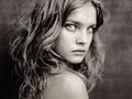 Muzy - Natalia Vodianova w obiektywie 12 fotografów