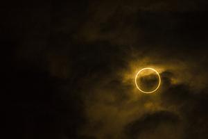 Jak fotografować zaćmienie słońca - 5 wskazówek od Canon