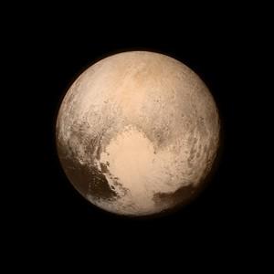 Pluton na zdjęciach - jest większy, niż myśleliśmy