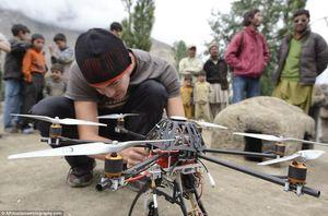 Czy uprawnienia na pilotowanie dronów są obowiązkowe?