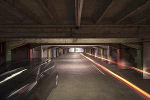 Parkingi samochodowe w obiektywie fotografów Nikona