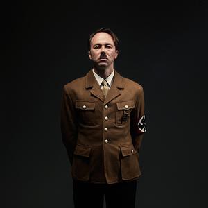 Warianty śmierci Hitlera na szokujących zdjęciach Tylera Shieldsa