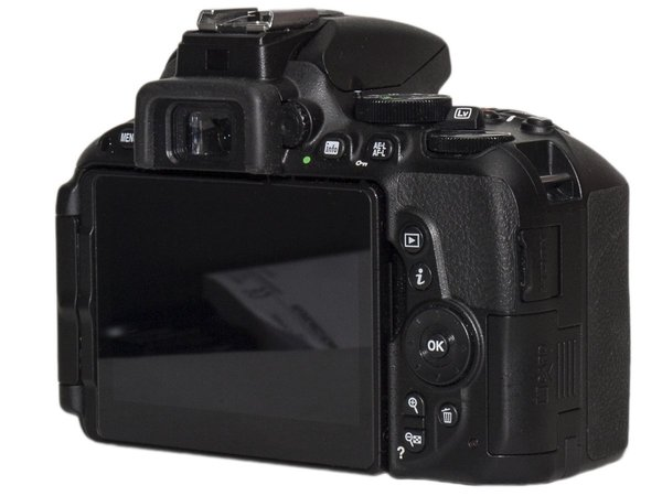 Nikon D5500 amatorska lustrzanka cyfrowa DSLR obiektyw AF-S DX NIKKOR 18–55mm f/3.5–5.6G VR II APS-C test praktyczny sample zdjęcia przykładowe