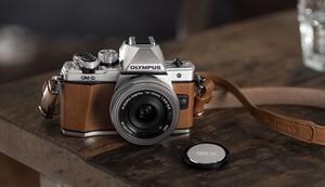 Kolekcjonerski model aparatu Olympus OM-D E-M10 Mark II