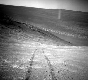 Zdjęcie trąby powietrznej na Marsie