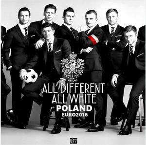 Zdjęcie piłkarzy z kampanii reklamowej Vistuli na Euro 2016 poddane manipulacji przez Młodzież Wszechpolską