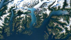 Siedemset bilionów pikseli nowych satelitarnych zdjęć w mapach Google