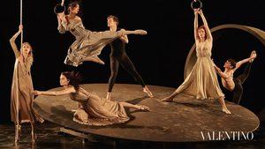 Arabesque, Attitude, Pas de poisson czyli taneczna rewolucja: Steven Meisel dla Valentino