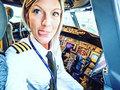 Autoportrety i joga - zdjęcia kobiety pilota biją rekordy popularności