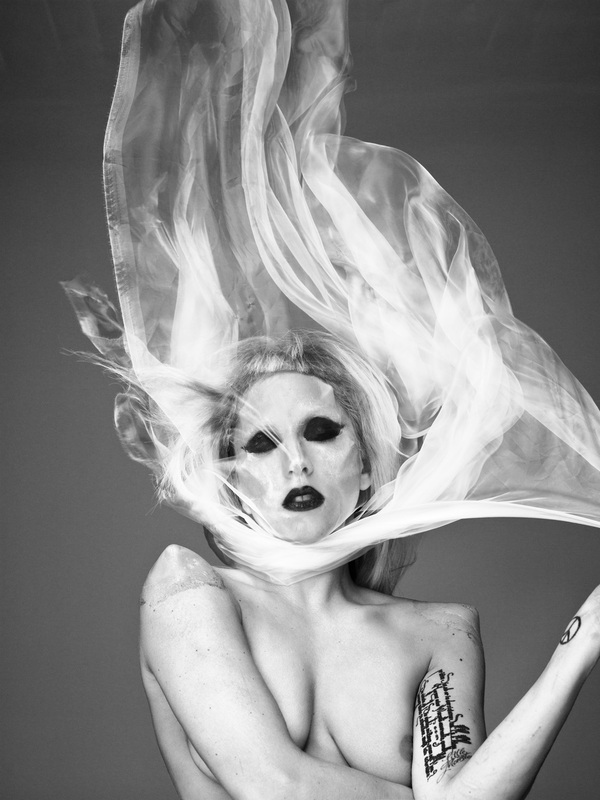 Portrety, akty i kwiaty - znakomite fotografie Mariano Vivanco w nowym albumie