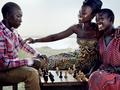 Mario Testino fotografuje Lupitę Nyong w jej rodzinnej wsi w Kenii