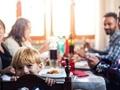 Zapanuj nad oświetleniem podczas rodzinnych spotkań
