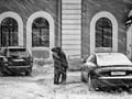 Zima w mieście w czerni i bieli