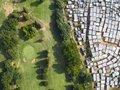 Granica biedy i bogactwa z ptasiej perspektywy na zdjęciach Johnnego Millera