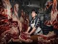 Kobieta pracująca, żadnej pracy się nie boi - fantastyczne portrety Chrisa Crismana
