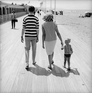 Niebanalne poczucie humoru na zdjęciach ulicznych z lat 50 francuskiego fotografa