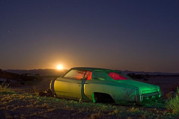 Opuszczone miejsca nocą na niezwykłych zdjęciach Troya Paivy