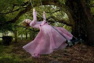 Swept Away w wykonaniu Annie Leibovitz
