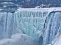 Ekstremalne mrozy w Ameryce Północnej zamieniły wodospad Niagara w bajkową scenerię