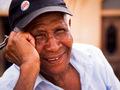 Ciekawość ludzi to wstęp do udanego portretu z podróży! Poznaj kilka cennych wskazówek, jak fotografować napotkanych ludzi.