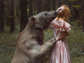 Zdjęcia dziewczyn z dzikimi zwierzętami - surrealistyczne portrety Kateriny Plotnikovej